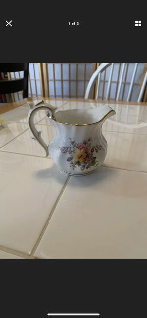 Victoria bone china creamer Royal Crown Derby England Gold Trim for Sale in Delray Beach, FL