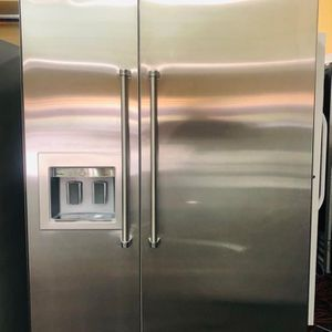 "Viking 48"" Side by Side Refrigerator in Stainless with water dispenser for Sale in Phoenix, AZ"