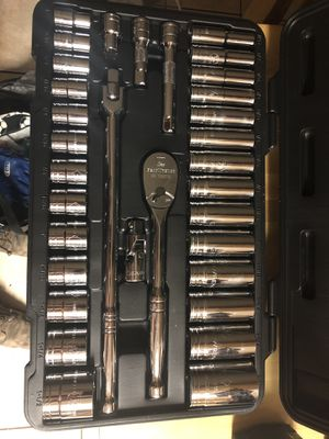 """Gear wrench 1/2"""" drive shallow and deep SAE chrome socket set 7/16 up to 1 1/2"""" never used 33 pc asking 120 firm in N Lakeland for Sale in Lakeland, FL"""