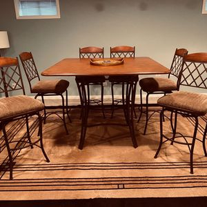 High Top Table And Chairs for Sale in Wheaton, IL