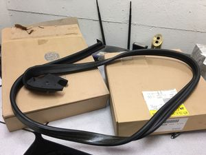 Chevy GMC 84/91 K-5 Bazer or jimmy bed rail weather strip or for the top NOS gm for Sale in undefined