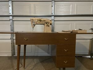 Sewing machine used working good. Antique, work's good! It's also used as a writing desk! Double function! for Sale in Chicago, IL