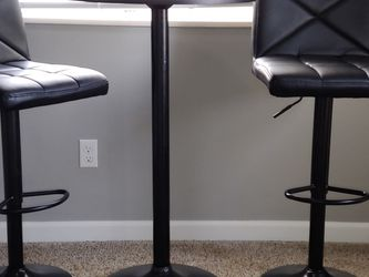 Black Bar Chairs And Round Table for Sale in Renton,  WA