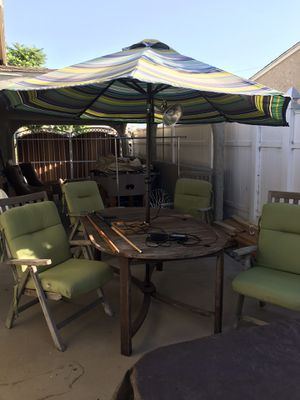 Outdoor table and chairs for Sale in Hawthorne, CA