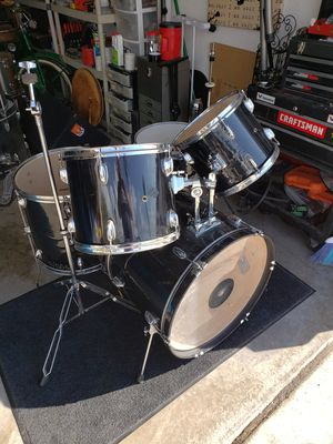 Drum set with hardware for Sale in Avondale, AZ