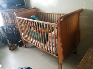 wooden baby crib for Sale in Brooklyn, NY