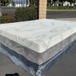Queen Size Cooling Gel Hybrid Memory Foam Mattress And Boxspring! for Sale in El Monte, CA