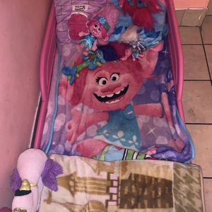 Pink Toddler Bed for Sale in Los Angeles, CA