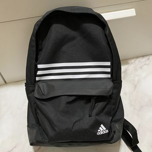 Adidas classic 3S pocket Backpack New for Sale in San Leandro, CA