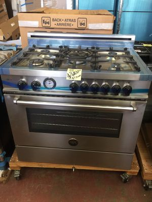 """New slide stove gas range convection oven Bertazzoni Italian stainless steel w 36"""" for Sale in El Monte, CA"""