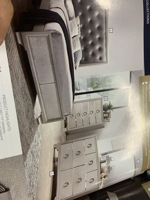 Queen bedroom set on Sale( includes queen bed frame, dresser , mirror and 1 night stand) ON SALE for Sale in Federal Way, WA