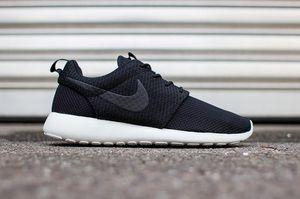Nike Roshe Run Size 12 for Sale in Manteca, CA