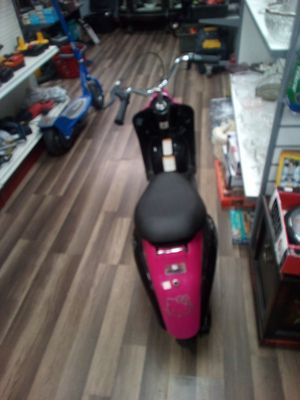 Scooter girls hello kitty 100$ start r up for Sale in Bristol, CT