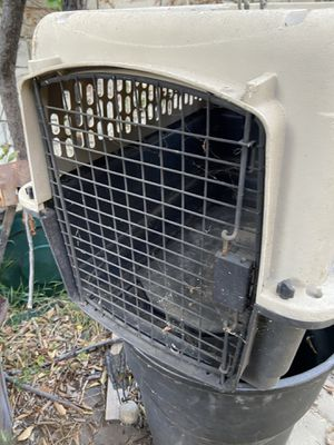 Pet carrier 26 inches long for Sale in Cerritos, CA
