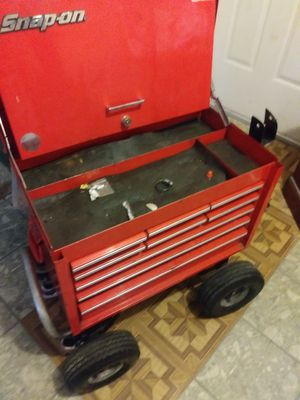 Snap on tool box works great going over rocks for Sale in Detroit, MI