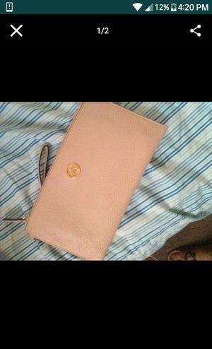 Micheal kors wallet for Sale in Detroit, MI