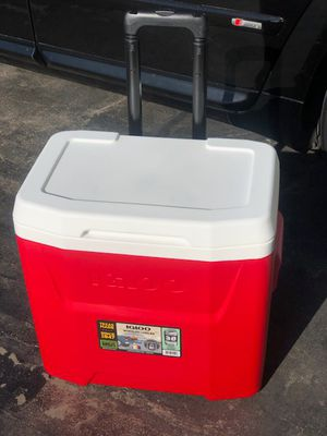 28 qt Cooler llelera with Wheels (New) for Sale in South Gate, CA