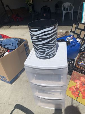 3 plastic drawers / zebra trash can for Sale in Perris, CA