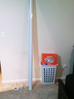 Projector And Screen for Sale in Herndon,  VA