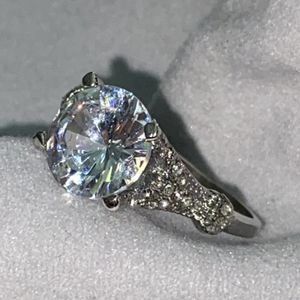 ONLY SIZE 7 AVAILABLE. Ring Lab Simulated 2.0 Carat. New. Size: 6 and 7 available. STERLING SILVER. NO TRADES CASH ONLY. DELIVERY: $10-20 EXTRA. LUXUR for Sale in Cleveland, OH