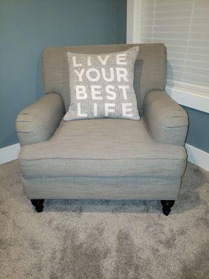Beautiful comfy chair! for Sale in Villa Park, IL