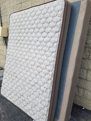 "Queen size ""Hampton and Rhodes"" mattress and boxspring for Sale in Naperville, IL"