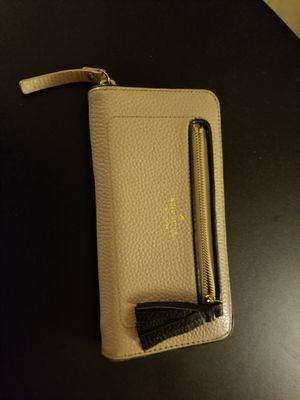 Kate Spade Tan leather wallet for Sale in Laurel, MD