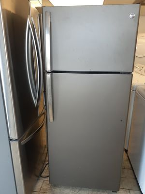 GE Stainless Steel Refrigerator for Sale in West Palm Beach, FL