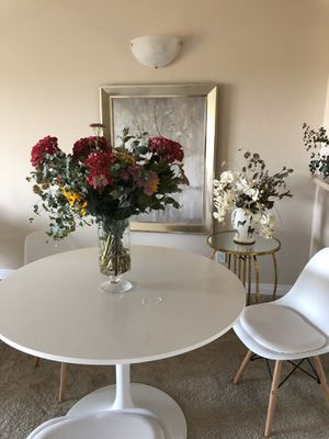 Mid Century Round dining table with dining chairs for 4 for Sale in Newport Beach, CA