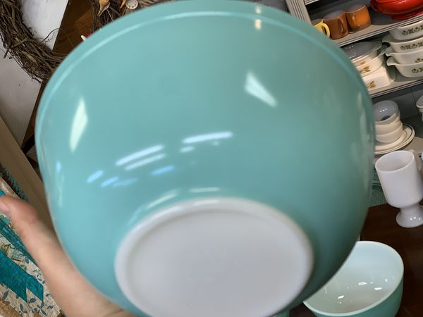 Turquoise vintage Pyrex mixing bowl set