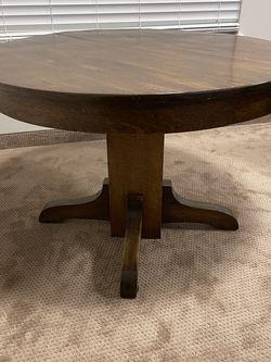 Solid Wood Single Pedestal Round Oak Table for Sale in Spanaway,  WA