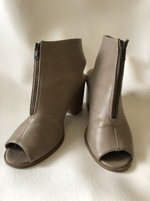Gray boots 👢 great condition for Sale in Orlando, FL