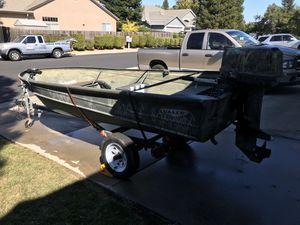 14 ft aluminum boat for Sale in Elk Grove, CA