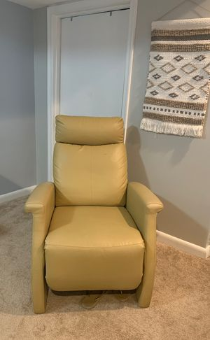 Recliner chair for Sale in Alexandria, VA