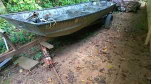 14 ft heavy gauge aluminum Jon boat with 3.5 outboard & new motor guide trolling motor with new Marine battery for Sale in Winston, GA