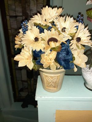 Flower arrangement blue and buttercream for Sale in St. Louis, MO