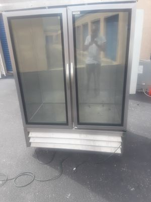Max cold 24/Cf 120-v freezer for Sale in Miami Gardens, FL