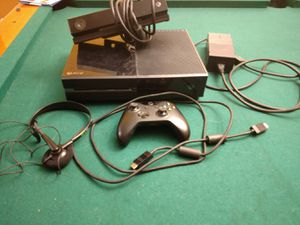 Xbox one 500gb with Kinect for Sale in Knightdale, NC