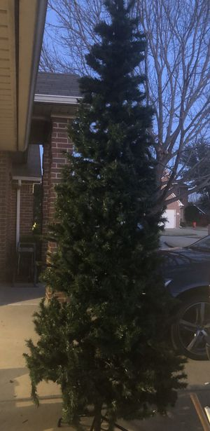 Christmas tree 8.5ft FREE for Sale in DW GDNS, TX