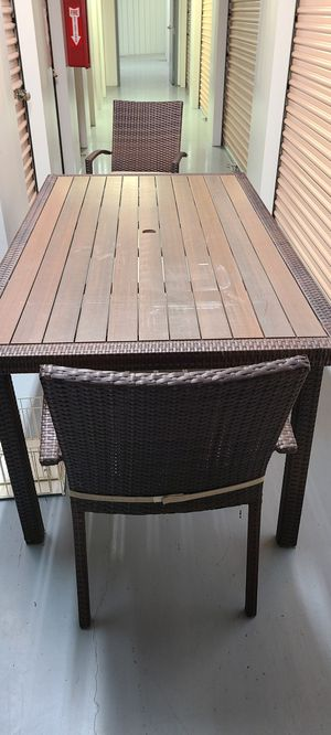 Large Wicker Table w/ 2 Chairs & Umbrella for Sale in Land O Lakes, FL