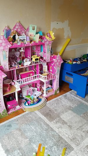 Dollhouse and Hotwheels table for Sale in Baltimore, MD