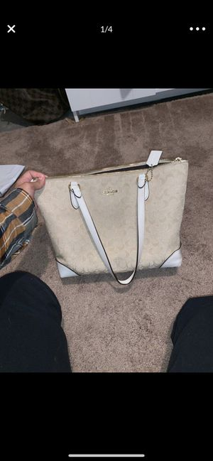 Coach purse for Sale in Ambridge, PA