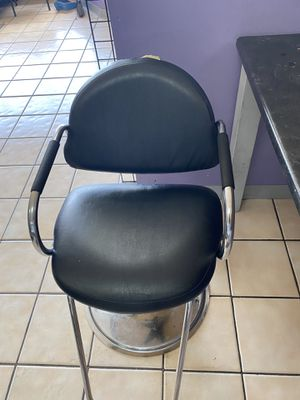 Salon styling chairs for Sale in Detroit, MI