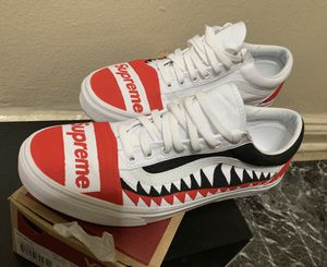 CUSTOM made supreme VANS size 10.5 for Sale in The Bronx, NY