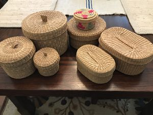 Lot Small Cottage Farmhouse Wicker Straw Nesting Storage Container Bathroom Organizer Lid Basket for Sale in Houston, TX