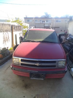 1995 Chevy Blazer parting out for Sale in Bakersfield, CA