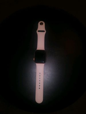 APPLE WATCH SERIES 4 (without cellular) for Sale in West Palm Beach, FL