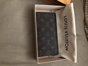 Louis Vuitton wallet, brand new used 3 days and realized I wanted something smaller, my lost your gain asking 350 obo for Sale in Garrison, MD