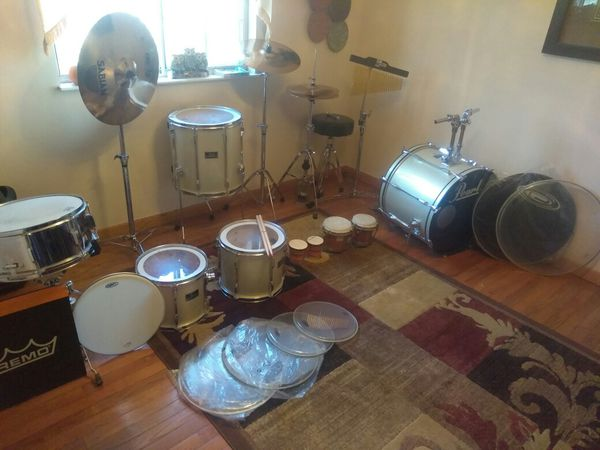 Pearl Percussion set (Drums) +Newset REMO Extras drumheads