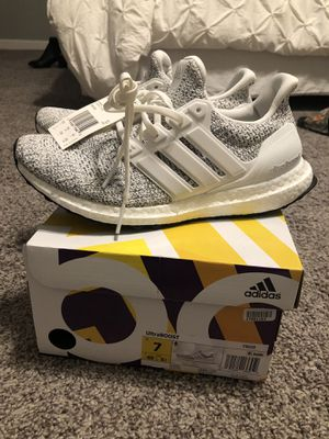 UltraBoost 4.0 non-dyed white mens 7 BRAND NEW for Sale in Scottsdale, AZ